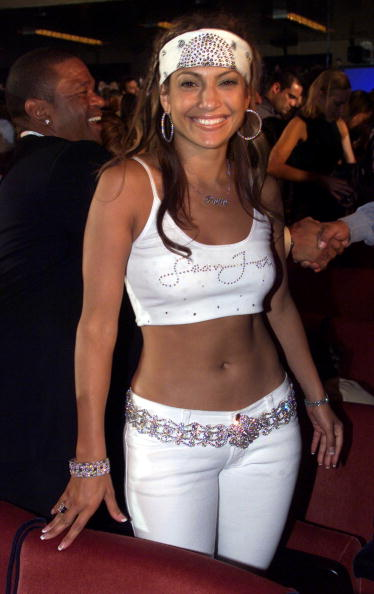 Hoop Earring「Jennifer Lopez and Sean Puff Daddy Combs at the MTV Music and Video Awards in New York on September 7th 2000」:写真・画像(7)[壁紙.com]