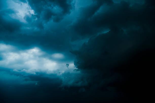 Thunderclouds:スマホ壁紙(壁紙.com)