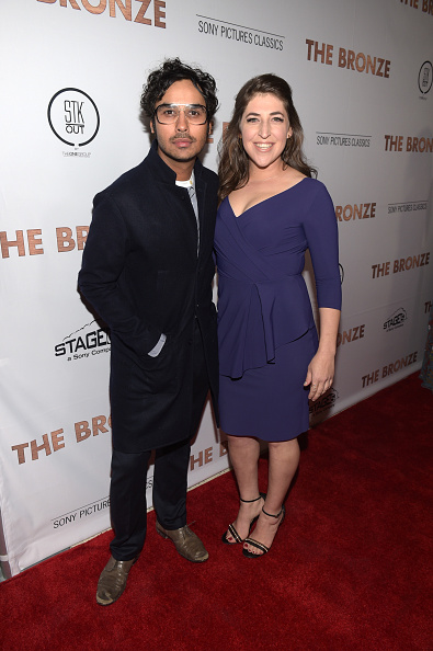 Attending「Premiere Of Sony Pictures Classics' 'The Bronze' - Red Carpet」:写真・画像(19)[壁紙.com]