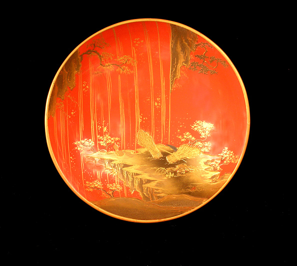 Asia Cup「Footed sake cup with deep rust colored lacquer ground and gold makie design」:写真・画像(2)[壁紙.com]