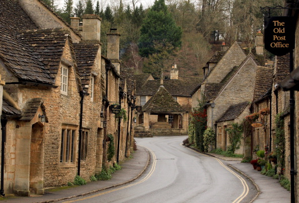 Village「Tourism Boost As Historic Wiltshire Villages Benefit From Filming」:写真・画像(10)[壁紙.com]