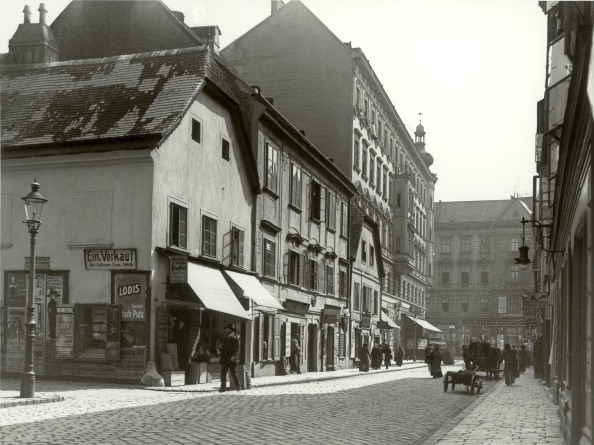 Footpath「Houses In The Old Ghetto Of Vienna. Tandelmarktgasse. Vienna. Austria. Photograph. About 1900.」:写真・画像(4)[壁紙.com]