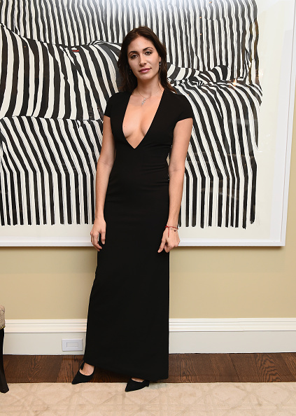 Plunging Neckline「Global Empowerment Mission 1st Annual NYC Holiday Event At Hornig Apartment」:写真・画像(1)[壁紙.com]