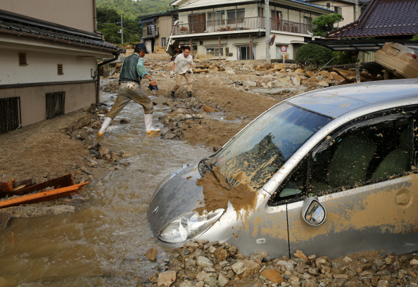 Torrential Rain「Rescue Work Continues At Hiroshima Landslide Site As Toll Rises To 39」:写真・画像(3)[壁紙.com]