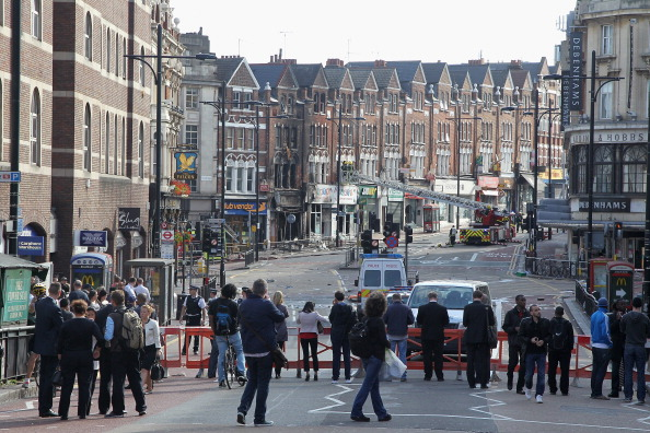 Clapham Junction「Clean Up Across London After A Third Night Of Rioting」:写真・画像(10)[壁紙.com]
