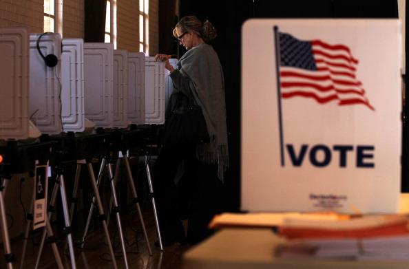 Voting「Voters Head To Polls On Super Tuesday」:写真・画像(14)[壁紙.com]
