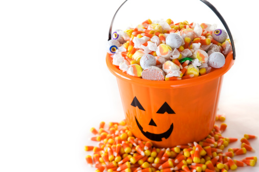 Halloween Party「Bucket of Halloween Candy on White, Copy Space」:スマホ壁紙(13)