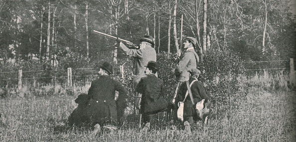 Taking a Shot - Sport「The King Shooting Over Sandringham Preserves」:写真・画像(9)[壁紙.com]