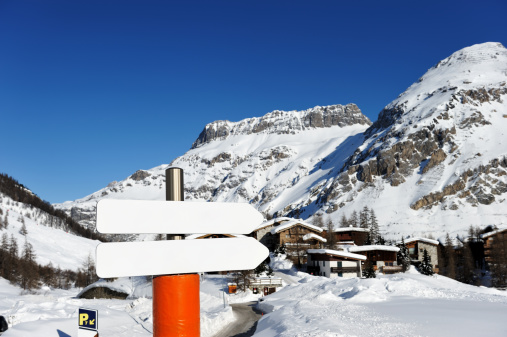 Val d'Isere「Mountain ski resort」:スマホ壁紙(17)