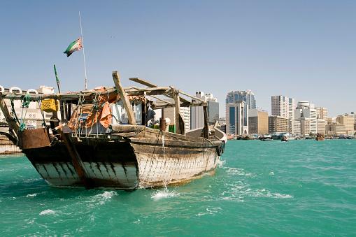 Seagull「Dhow in Dubai center」:スマホ壁紙(9)