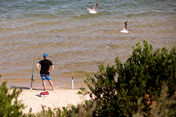 Fisherman「Sydneysiders Try To Stay Cool As Heatwave Conditions Sweep Across NSW」:写真・画像(3)[壁紙.com]