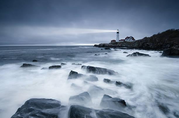 Dark seas lighthouse:スマホ壁紙(壁紙.com)