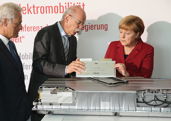 Lithium「German Government Hosts Electro-Mobility Congress」:写真・画像(4)[壁紙.com]
