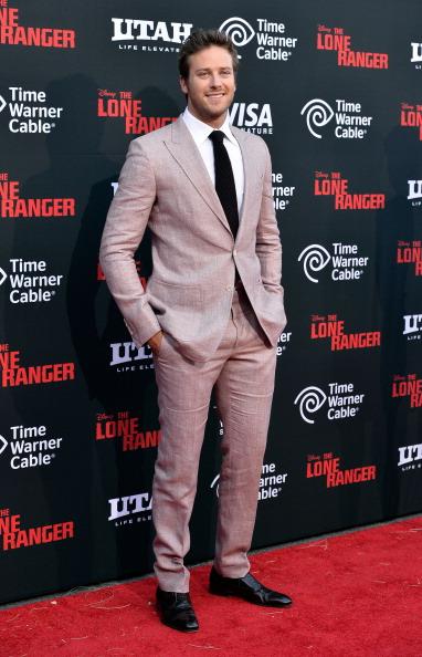Armie Hammer「Premiere Of Walt Disney Pictures' 'The Lone Ranger' - Arrivals」:写真・画像(12)[壁紙.com]