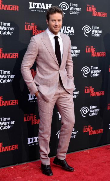 Armie Hammer「Premiere Of Walt Disney Pictures' 'The Lone Ranger' - Arrivals」:写真・画像(15)[壁紙.com]