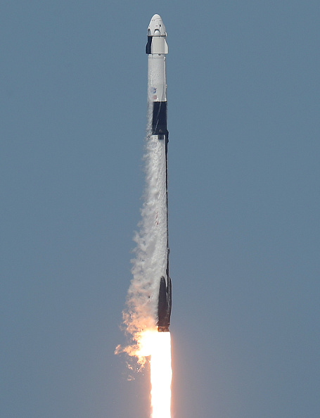 Taking Off - Activity「SpaceX Falcon-9 Rocket And Crew Dragon Capsule Launches From Cape Canaveral Sending Astronauts To The International Space Station」:写真・画像(0)[壁紙.com]