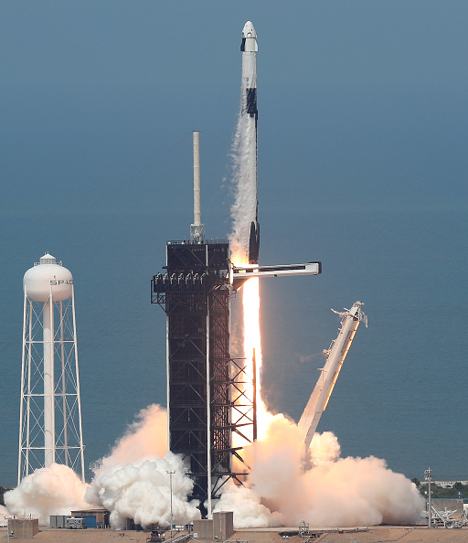 Taking Off - Activity「SpaceX Falcon-9 Rocket And Crew Dragon Capsule Launches From Cape Canaveral Sending Astronauts To The International Space Station」:写真・画像(4)[壁紙.com]