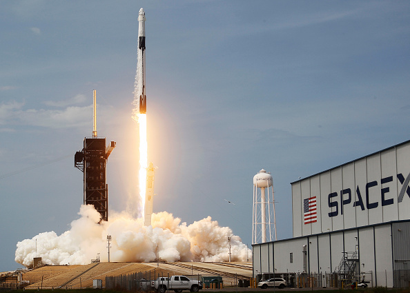 Taking Off - Activity「SpaceX Falcon-9 Rocket And Crew Dragon Capsule Launches From Cape Canaveral Sending Astronauts To The International Space Station」:写真・画像(9)[壁紙.com]