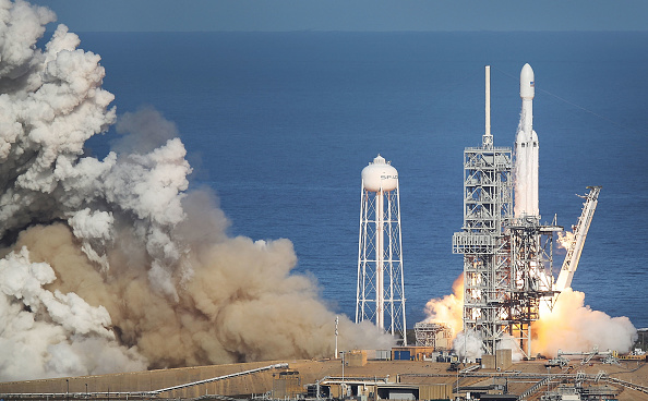 Cape Canaveral「SpaceX To Launch First Heavy Lift Rocket In Demonstration Mission」:写真・画像(13)[壁紙.com]