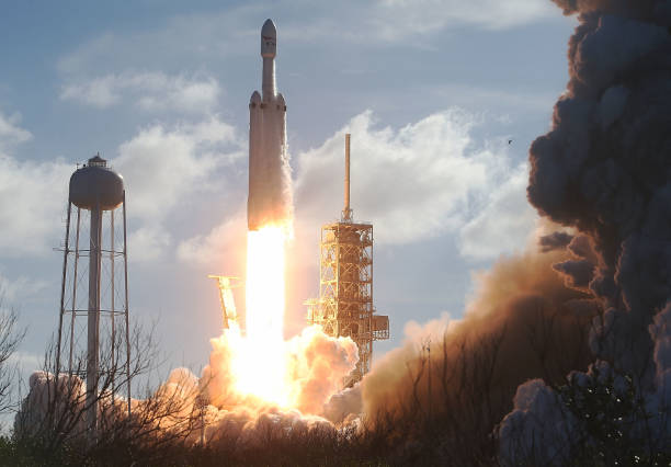 Cape Canaveral「SpaceX To Launch First Heavy Lift Rocket In Demonstration Mission」:写真・画像(0)[壁紙.com]