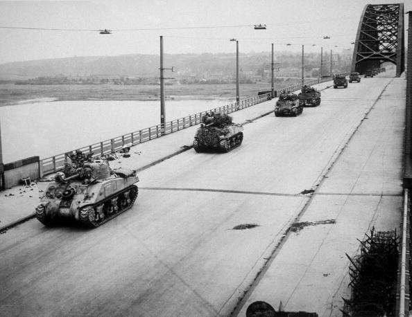 Bridge - Built Structure「Tanks Invade」:写真・画像(1)[壁紙.com]