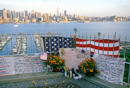Victim「September 11, 2001 Memorial on rooftop looking over Weehawken, New Jersey, New York City, NY」:スマホ壁紙(4)