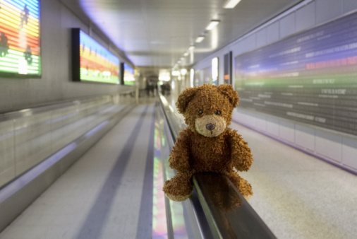 Lost「Tebby bear in airport with coloured background」:スマホ壁紙(5)