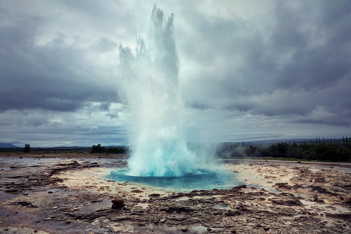 Sulphur「Strokkur Geyser in Iceland」:スマホ壁紙(7)