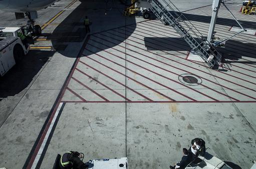 Passenger「Aerial runway seen from inside the building.」:スマホ壁紙(12)