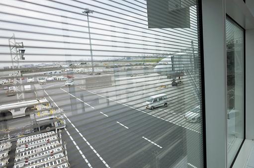 Passenger「Aerial runway seen from inside the building.」:スマホ壁紙(11)