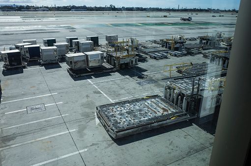 Crew「Aerial runway seen from inside the building.」:スマホ壁紙(16)