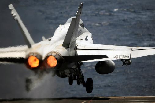 Indian Ocean「Arabian Sea, May 17, 2012 - An F/A-18C Hornet launches from the Nimitz-class aircraft carrier USS Abraham Lincoln. 」:スマホ壁紙(18)