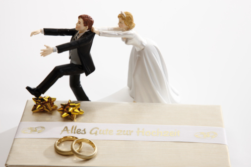 Married「Escaping Bride Groom figurine」:スマホ壁紙(12)