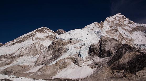 Khumbu Glacier「Glaciers forming on Himalayan peaks, Mt Everest Base Camp, Gorak Shep, Everest Base Camp Trek, Nepal」:スマホ壁紙(2)