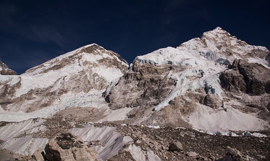 Khumbu Glacier「Glaciers forming on Himalayan peaks, Mt Everest Base Camp, Gorak Shep, Everest Base Camp Trek, Nepal」:スマホ壁紙(1)