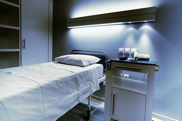 Hospital bed at night:スマホ壁紙(壁紙.com)
