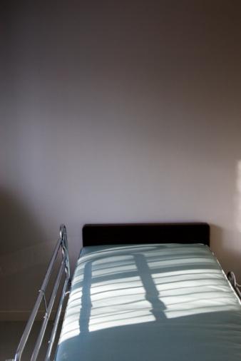 Solitude「Hospital Bed」:スマホ壁紙(10)
