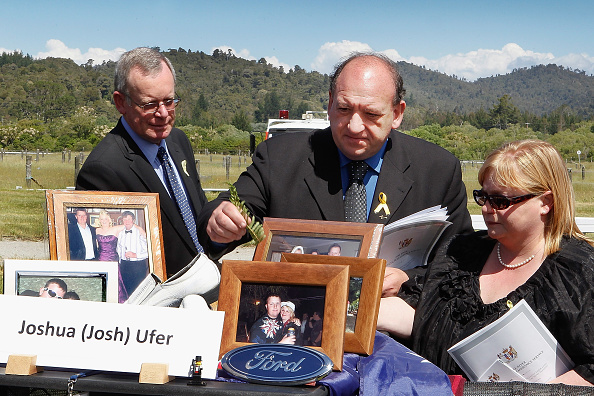 Greymouth「New Zealand Holds Memorial Service For Pike River Miners」:写真・画像(8)[壁紙.com]