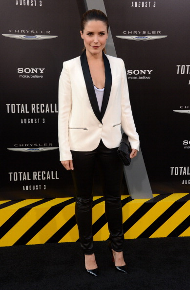 "Scooped Neck「Premiere Of Columbia Pictures' ""Total Recall"" - Arrivals」:写真・画像(7)[壁紙.com]"
