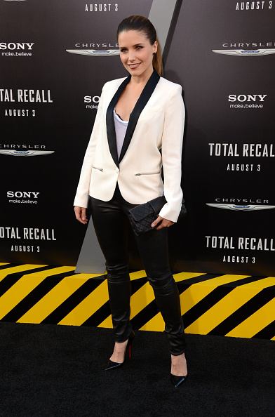 "Scooped Neck「Premiere Of Columbia Pictures' ""Total Recall"" - Arrivals」:写真・画像(8)[壁紙.com]"