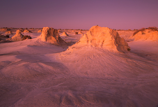UNESCO「The lunettes of the Walls of China at sunset, Mungo National Park, Australia」:スマホ壁紙(3)