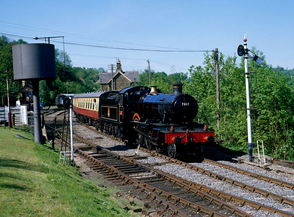 Pole「Severn Valley Railway. No.7819 Hinton Manor leaves Highley with the 15:45 ex Bridgnorth for Kidderminister. 01.06.1986.」:写真・画像(14)[壁紙.com]