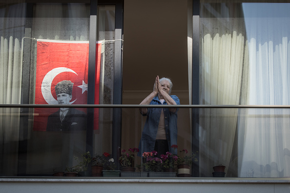 School Bus「Under Lockdown, Mobile Music Helps Turks Celebrate National Holiday」:写真・画像(7)[壁紙.com]