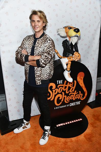 カメラ目線「Cheetos Brand And Chester Cheetah Open The First-Ever Cheetos Restaurant, The Spotted Cheetah」:写真・画像(2)[壁紙.com]