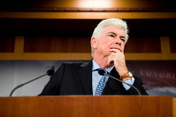 Balance「Senate Banking Chair Dodd Discusses Priorities Of Next Congress」:写真・画像(14)[壁紙.com]