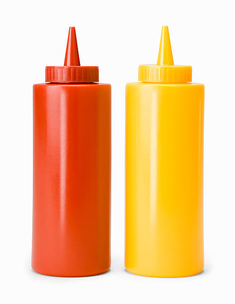 Ketchup and mustard bottles, against white background, close-up:スマホ壁紙(壁紙.com)