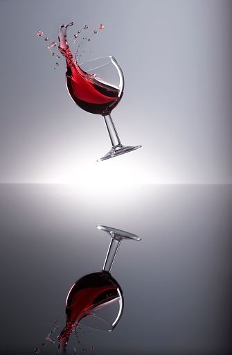 Vitality「Red wine shaking in glass」:スマホ壁紙(10)