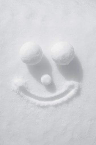 雪玉「顔の雪」:スマホ壁紙(8)