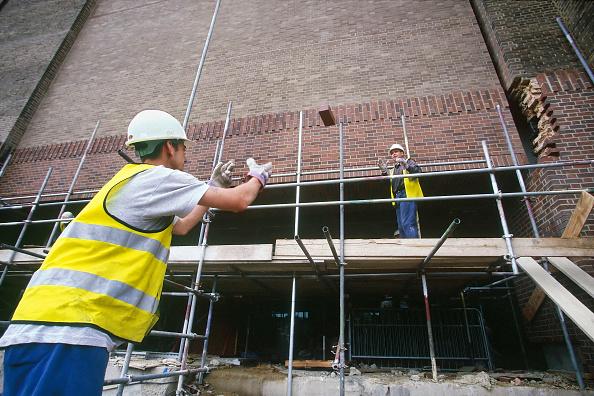 Risk「Two construction workers throwing bricks, United Kingdom.」:写真・画像(15)[壁紙.com]