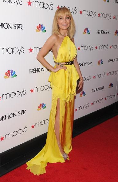 Halter Top「Macy's Celebrates NBC's New Primetime Series, Fashion Star, With Elle Macpherson, Nicole Richie And John Varvatos At Premiere Party」:写真・画像(19)[壁紙.com]